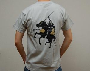 織田信長デザインTシャツ背面(グレイ)